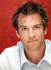 Michael Weatherly Th_16106_2_122_1085lo