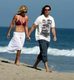 Jenny McCarthy Bikini Candids on the Beach in Malibu Foto 229 (Дженни Маккарти Bikini Candids на пляже в Малибу Фото 229)