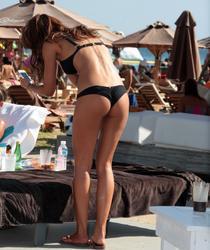 th_921582744_tduid10034_vaso_vilegas_bikini_s_beach_kanoni_03_123_129lo.jpg