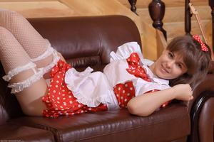 http://img124.imagevenue.com/loc461/th_105152246_tduid300163_Silver_Sandrinya_maid_1_062_122_461lo.JPG