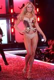 th_78390_celebrity_city_Victoria_Secrets_Models_Show_402_123_493lo.jpg