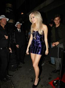 "Nov 18, 2010 - Pixie Lott - ""Michael Jackson: The Experience"" video game launch in London Th_56423_tduid1721_forum.anhmjn.com_20101124064936011_122_505lo"