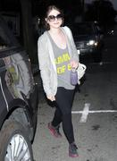 Мишель Трахтенберг, фото 4499. Michelle Trachtenberg, leaving a gym in LA - 24/2/12, foto 4499