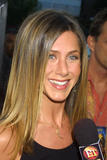 http://img124.imagevenue.com/loc533/th_37547_jenniferaniston3_122_533lo.jpg