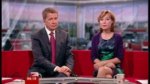 Sian Williams | Breakfast News 10-8-10 | 10 Leg Crosses/Uppie