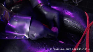 Domina-Bizarre: Lady Mercedes - Rubber Addict - Teil 4