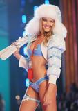 th_00998_Victoria_Secret_Celebrity_City_2007_FS514_123_925lo.JPG